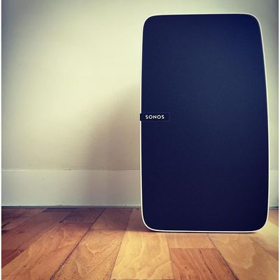@sonos you've done it again.  Two of these in the living area and I couldn't be happier  #sonos #newyork #nyclyf #NYC #farewelltour #music #sound #party #cavoodlesofmelbourne #play5