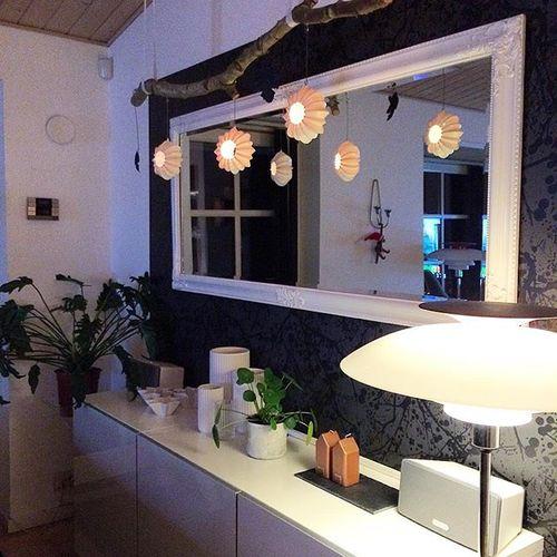 Begynder så småt at forberede julehyggen 🙈🎅🏽🌲 Elsker simpelthen alt ved julen, pengene der vælter ud 💸💳 og gaverne som gir glæde alle steder 😍🎅🏽🌲 #inspiration #kähler #kählerdesign #kählersjul #lyngbyvase #lyngbybyhilfling #boligindretning #bobedre #diy #skandinaviskehjem #nordiskehjem #danskdesign #design #ph #phlampe #julen2015 #hygge #family #blackandwhite #boliginspiration #interiordesign #interiør #sonos