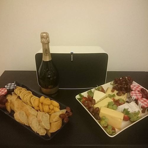 Bought a combined birthday and Christmas present for myself. And some cheese for the New Years. #Sonos #sonosplay5 #cheese #prosecco #newyear