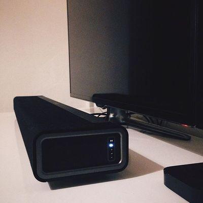 Tv set up. Nouvel article en ligne. Je vous parle de sonos. Lien dans la bio. #geek #tech #tv #sonos #playbar #appletv #samsung #setup #review #bspotd #frenchblogger