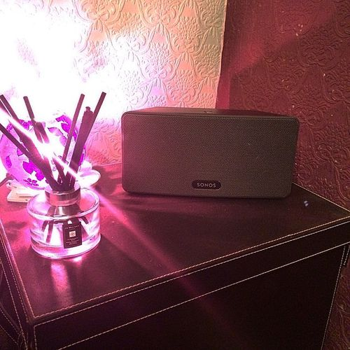 @catrinwynwalters has joined the  home music streaming revolution with the temporary home for the play3! #Sonos #Play3 #IWillPersuadeHerToGetAPlay1 #AndThenASoundbar #ShortlyFollowedByTheSUB