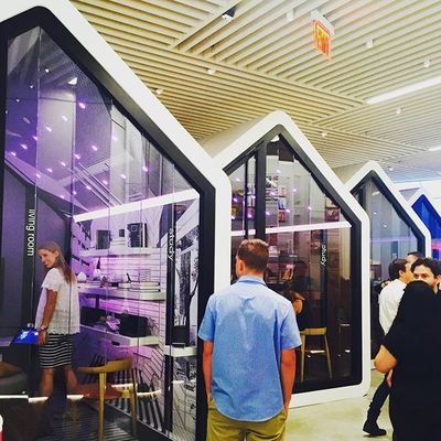 Worth the wait and worth a trip: Sonos opened its first retail store today, in Soho, complete with 7 good-looking listening rooms #sonosstore #surroundyourselfwithmusic #soundtherapy