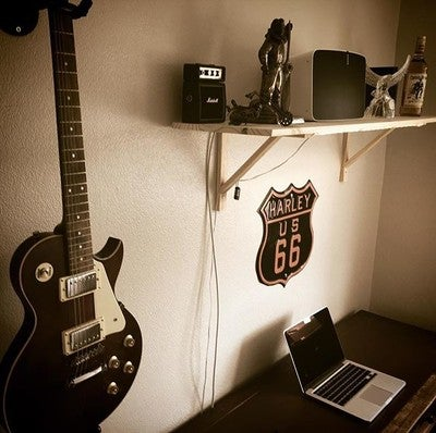 Clean and tidy office... for once  #guitar #lespaul #harleydavidson #sonos #play5 #amp #music #captainmorgan #wesmorgan #captainwesmorgan #limitededition #apple #mac #macbookpro #office #officespace #desk #antiquedesk