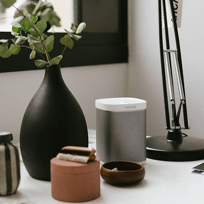 Make the most of your week with your Sonos Play 1. #Sonos #SonosPlay1  Get inspired in the office or relax in the bedroom. Is there anything better than new music all over the house?