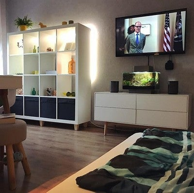 saturday  #newroom #newlifestyle #athome #home #workplace #chillbase #weekend #saturday #renovation #sonos #play1 #constructionzone #bed #tv #relaxing #houseofcards #netflix #bettflix