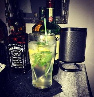 Beste!!! #durstlöscher #holunderblütensirup #minze #selter  #beste #weekend #gutezeit #gutgehenlassen #jackdaniels #jameson #whisky #sonos #play1 #yes
