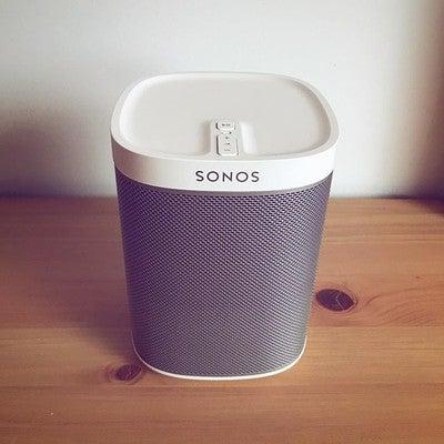 @sonos #play1 immer wieder schön anzusehen. #sonoshome #listenbetter #Sonosyourhome #wakeupyoursilenthome #homesoundsystem  #SmartHomeSounds #listenbetter #sonos  #multiroom #musik  #nowplaying #smartspeaker #mysonos #knx #smarthome #musik #ilovemusic #sonosathome #MusicMakesItHome #smartliving #wirelessspeaker #wirelessaudio #deezer #spotify #playlistpotluck #silenthome #custominstaller #elektroenders #smarthome #handwerk #smartliving #gebäudetechnik