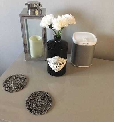 The OH has upcycled an old Hendrick's Gin bottle and i quite like it ☺ . . #hendricksgin #gin #hendricks #bottle #upcycle #flowers #vase #sonos #speaker #sonosspeakers #sonoswhite #play1 #wirelessspeaker #wifispeaker #lantern #candle #livingroom #livingroomdecor #interior #interiorinspiration #interiorinspo #interiordesign #homeimprovement #home
