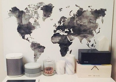 Got my new @sonos speaker delivered just in time for the long weekend! Super happy ☺️ #sonos #music #interiorstyling #play1 #worldmap #styling #interiors #homedecor