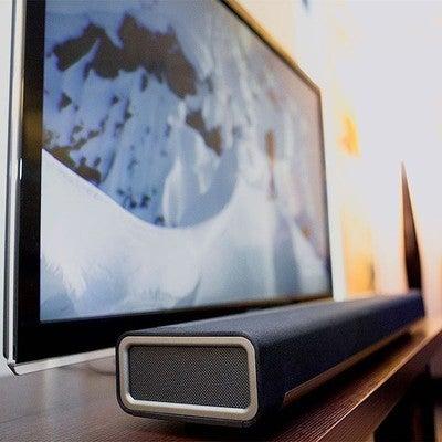 PLAYBAR SONOS . El sonido no solo es más potente, sino más claro . La delgadez es fabulosa para una pantalla de televisor, pero no tanto para el sonido. ¡PLAYBAR al rescate! Con nueve altavoces amplificados (seis de frecuencias medias y tres de agudos), PLAYBAR sustituye los altavoces integrados del televisor por profundos graves que retumbarán en toda la estancia, los diálogos más nítidos que jamás hayas escuchado y oleadas del sonido más envolvente . Hagan sus pedidos Envíos a nivel nacional . #Sonos #Playbar #tiendaonline #MovilPlay