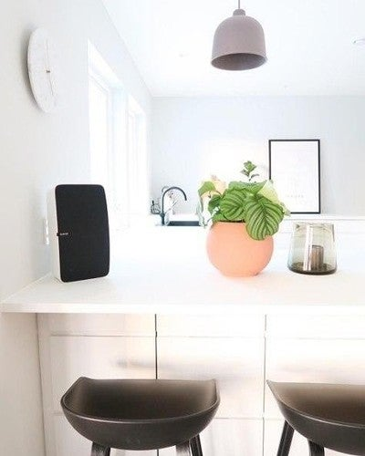 Constantly in awe at all the beautiful Sonos Homes out there. Keep sharing your not-so-silent homes #sonoshome @hejmonica  #play5 #sonosph
