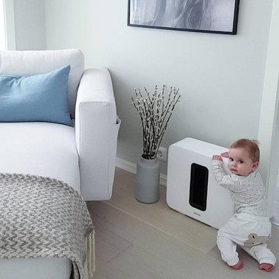 Zvuk je toliko dobar da ga i bebe obožavaju #sonossub #beba #stan #krevet #subwoofer #dom #bedroom #room #musica #zvucnik #baby #muzika #elegant #white #belo #spavacasoba #avmarket #soba #speaker #kuca #mocmuzike #sound