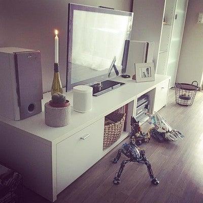Hallo Montag, hallo 1. Schulwoche, hallo Alltag! Musik laut  und los geht's  Wäsche, Haushalt usw.... gutes Kontra Programm zum #gefühlsscheiß Danke @sonos für so ein geniales Produkt, meine Nachbarn werden bald auswandern. Einen guten Start in die neue Woche  #selbstbezahlt #keinewerbung #überzeugt #sonosone #notsponsered #livingroom #livingroomdecor #homeandliving #interiordesign #interior #interior123