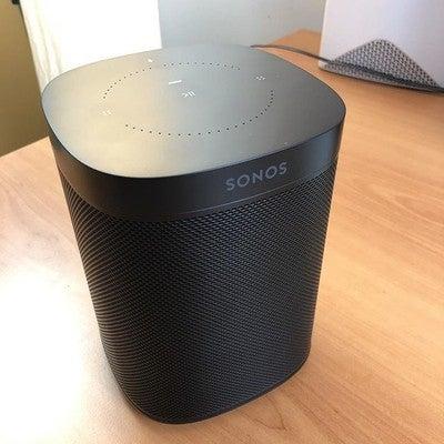 Gadget del giorno: la nuova Sonos One, così ho un oggetto più con cui parlare dentro casa! @sonos  #sonos #sonosone #amazonalexa #wirelessspeaker #wireless #wirelessmusic #cuttherope #cutthecord #wirecutters #sound #music
