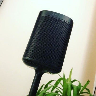 My auld dad got me a Sonos One for Xmas and I've finally got a stand for it today  sounds excellent  #sonos #sonosone #speaker #wireless #sound #music #love #awesome #black #alexa #amazon #win #flexson #tunes #usa #america #fave #scotland #glasgow #uk