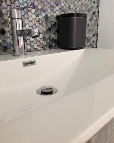 El parlante Play 1 de Sonos con su base de caucho puede ser usado en baños. #Sonos #Play1 #Sonido #Baños