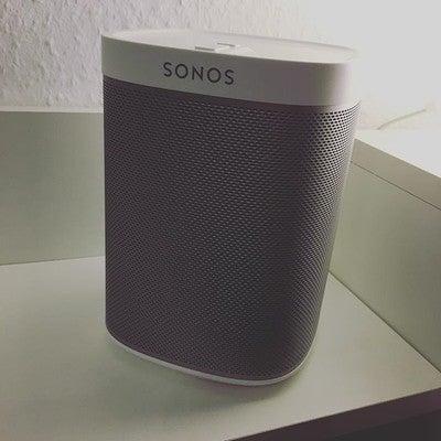 Da ist der kleine Scheisser! Jetzt müßte @sonos nur noch endlich die Bestätigungsmail für die Registrierung schicken, damit ich einrichten und testen kann  #sonos #wifi #wlan #speaker #lautsprecher #play1 #technik #nerd #musik #musikistleben https://t.co/YSG0EMqoHn https://t.co/SGnHOrUVB4
