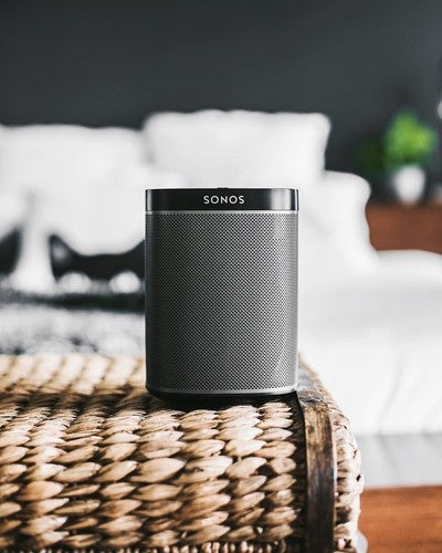 Bedroom beats  #sonosone #details #minimalsource #black #minimalmovement #minimalism #bedroomgoals #tech #clean #modern #allblack #whitefeed #monochrome #homedecor #modernhouse #design