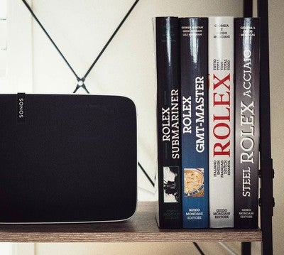 Getting down and dirty with the new Sonos Play 5. Full run down coming soon!  #sonos #sonosplay5 #play5 #technology #techaddict #musicsystem #music #dopetech #mondani #mondaniclub