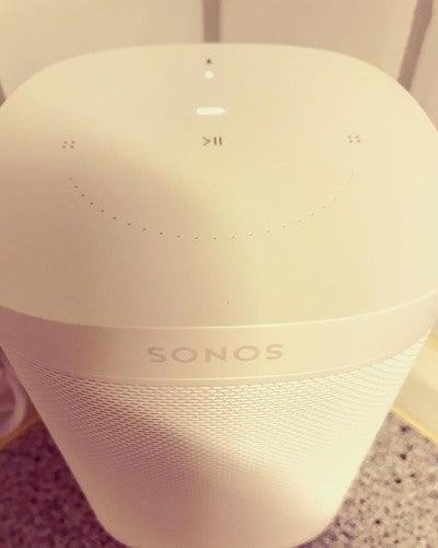 Sonos One mit Alexa  #sonos #sonosone #amazon #amazonprime #amazonalexa #sprachsteuerung #spotyfipremium #guteerfindung #küchenradio #radio #bluetooth #bluetoothspeaker #appconnect #music #187strassenbande #besteleben