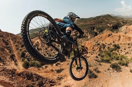 GARNECK Impermeable de Ciclismo con Capucha Y Cortavientos Impermeable para Hombres Mujeres Senderismo Ciclismo Correr Chaqueta de Seguridad L